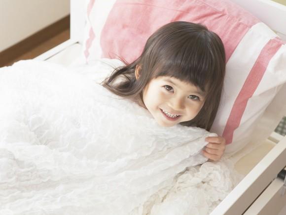 子どもの一人寝は何歳から始めるべき?
