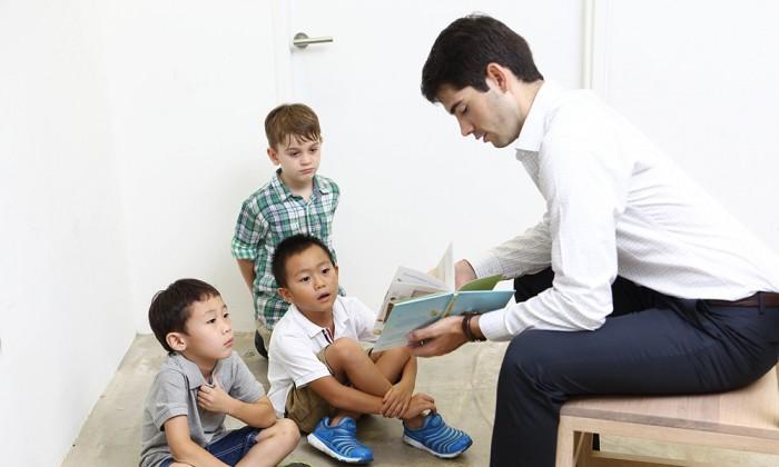 じっとしていない男の子が夢中に!プロの絵本読み聞かせテクニック