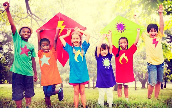 人気の「国内英語キャンプ or 海外親子留学」今年の夏はどっちを選ぶ?