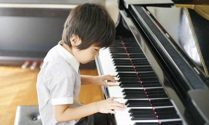 開成中学ではピアノの授業が必修!? 幼児期の文化系の習い事は3歳が始めどき!