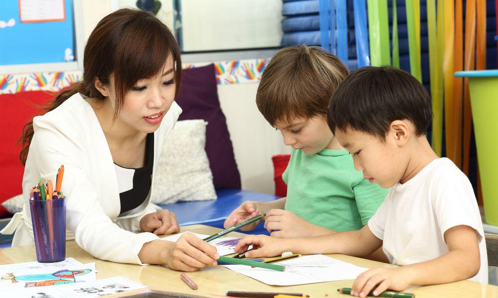 「早いうちから学べば英語が身につく」は本当?【インター幼稚園ママたちの匿名座談会:前編】
