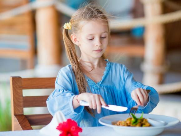 """4歳からナイフ&フォーク!? """"食育先進国""""フランスを支える3つの現場"""