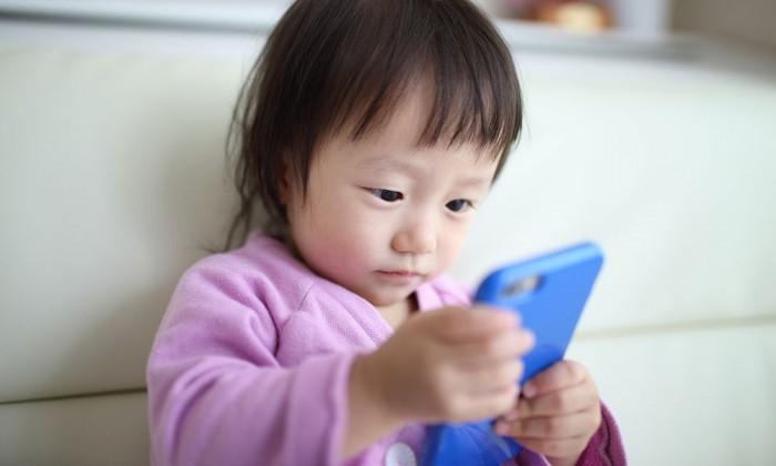ママが知っておきたい、子どものYouTubeに潜む4つの危険とは?