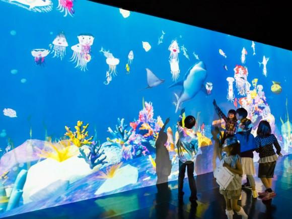日本最大級の広さと身体を使った世界初のアートワークも!この夏話題の新ミュージアム「エプソン チームラボ ボーダレス」とは?